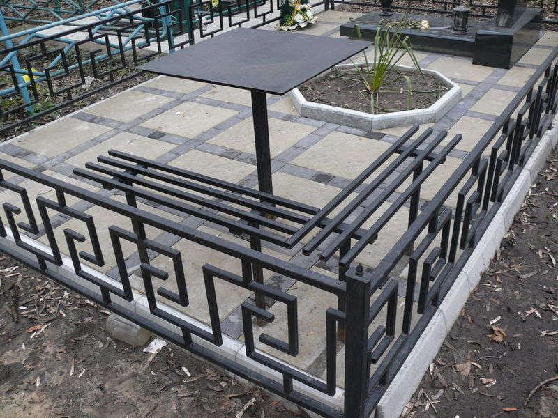 оградка на кладбище